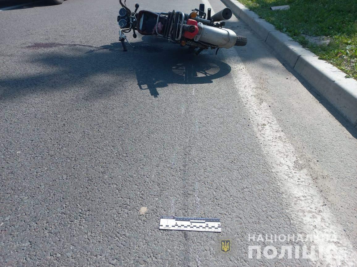 На Львівщині трапилась нетипова ДТП: зіштовхнулись вісімка, мопед та велосипед – фото