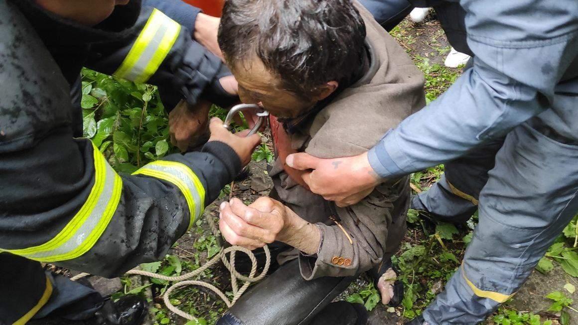 Впав у колодязь рятувальники ДСНС Харківщина