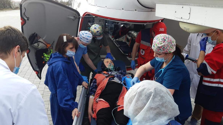 Гелікоптер доправив у Львів ще одну важкохвору пацієнтку з найвіддаленішого гірського району