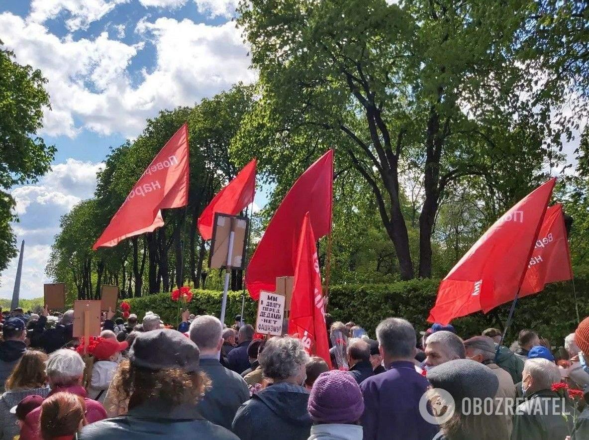 У Києві Симоненко привів прихильників до Вічного вогню