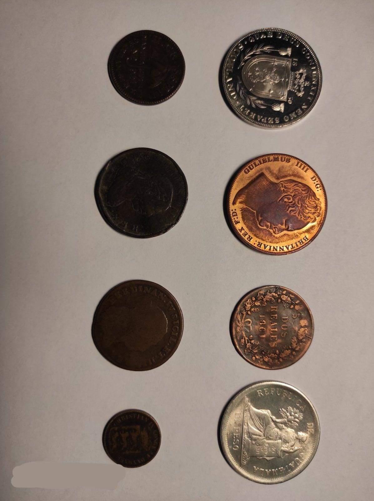 Справжні скарби: львівські митники вилучили чималу колекцію старовинних монет – фото