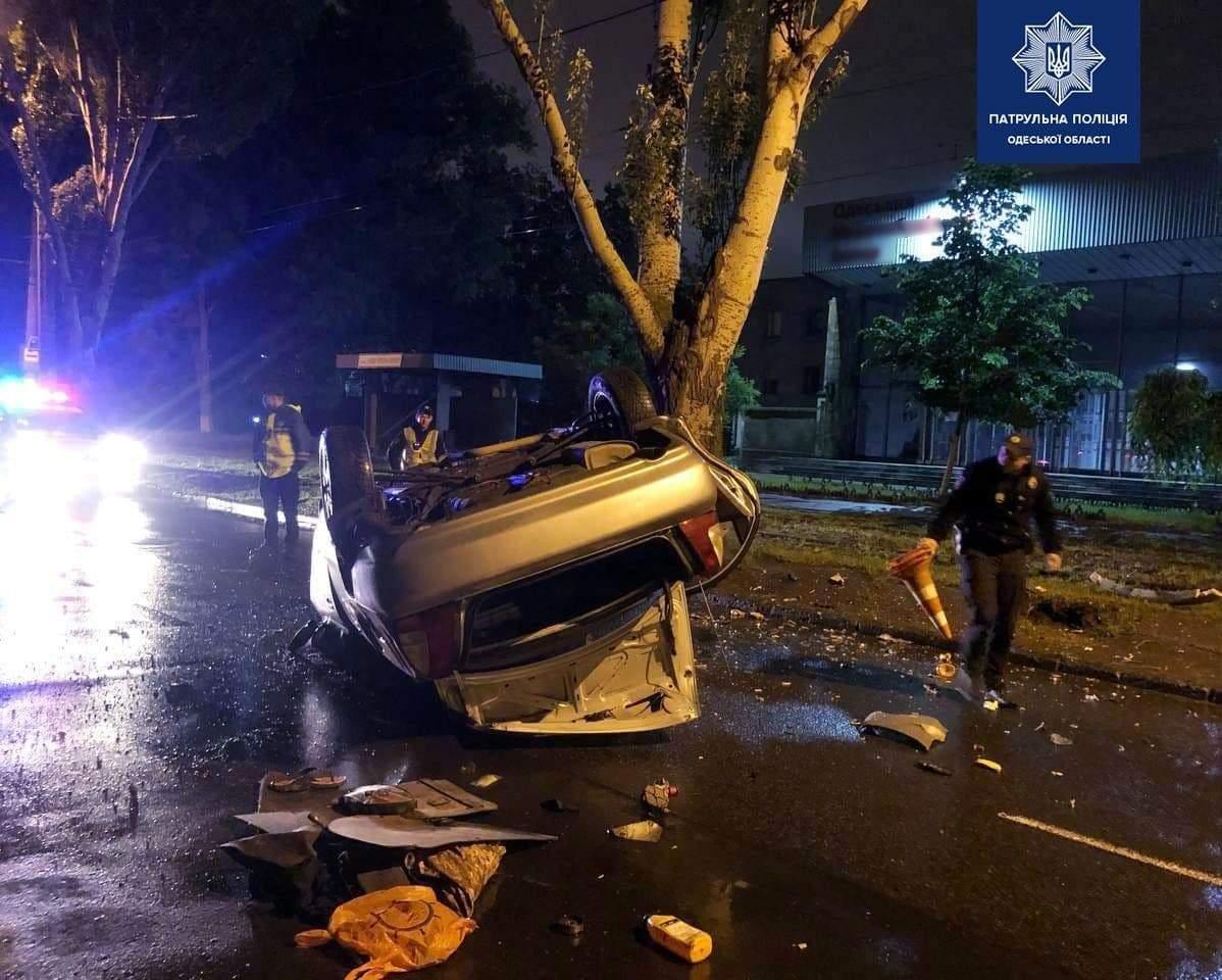 Перекинувся автомобіль ДТП Аварія Одеса Суворовський район