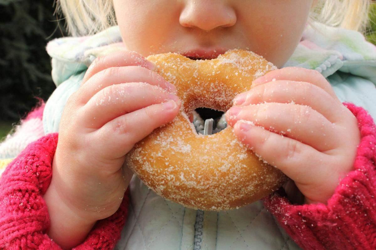 Поговоріть з дитиною про кількість та про місце солодощів у раціоні
