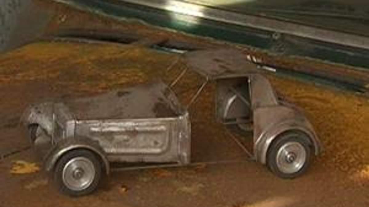 Ретроавтомобілі тісняться в кількох гаражах в Сімферополі