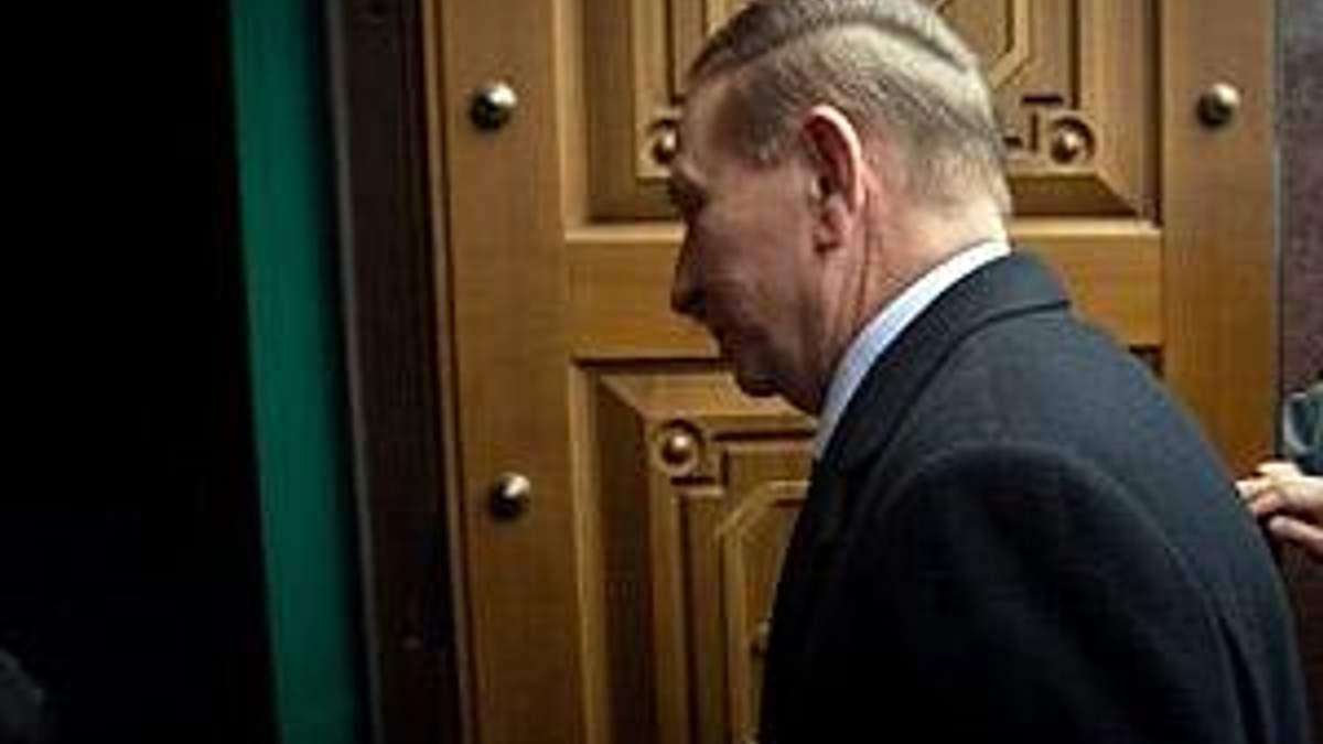 Захист Кучми знову скаржиться на слідчих