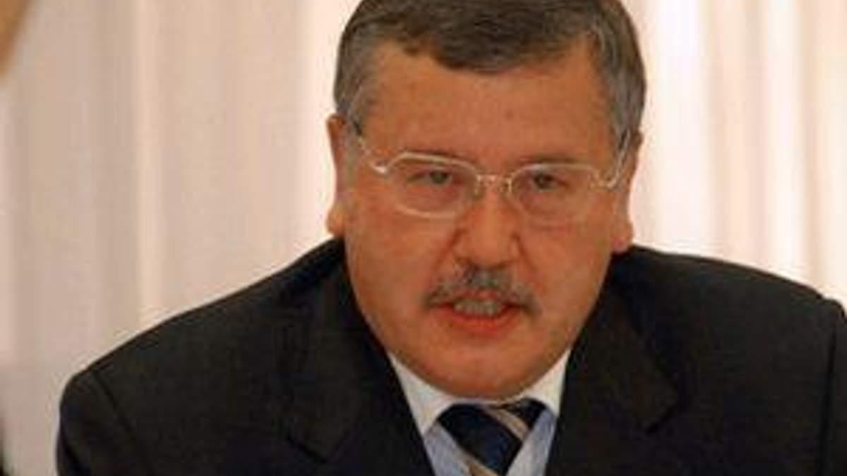 Гриценко: Янукович окончательно разрушит украинскую армию