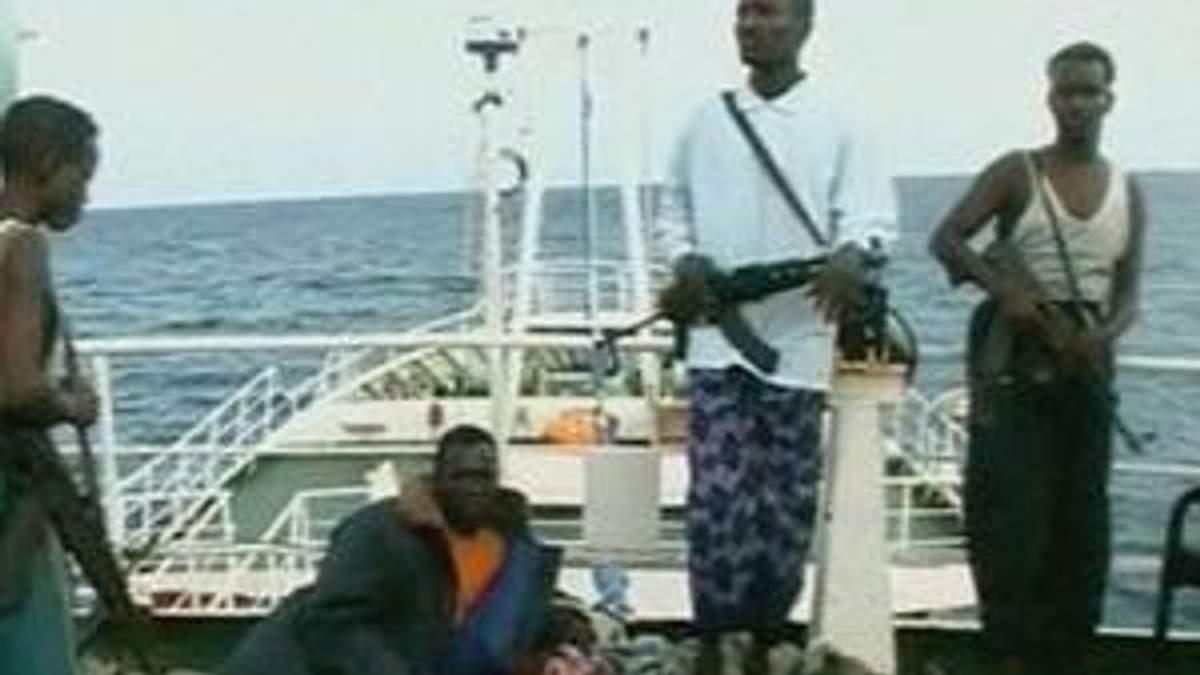 МИД: Сомалийские пираты освободили одного украинца