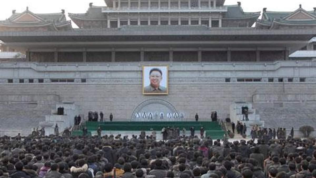 Попрощатись з Кім Чен Іром зібралося 100 тисяч осіб