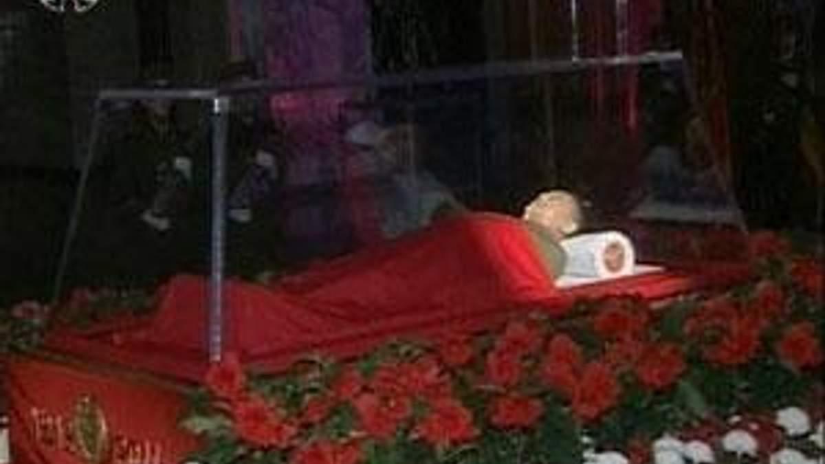 Тело Ким Чен Ира будет лежать в мавзолее рядом с телом его отца