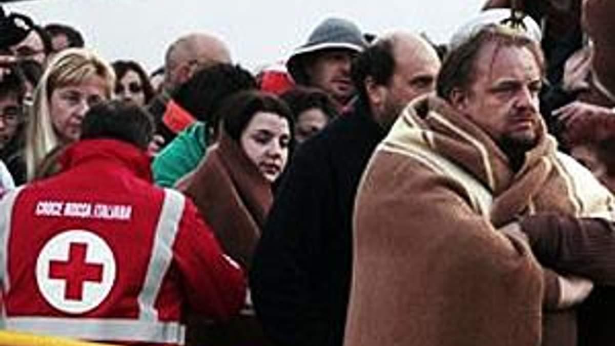 Італія: Круїзний лайнер перевернувся на бік