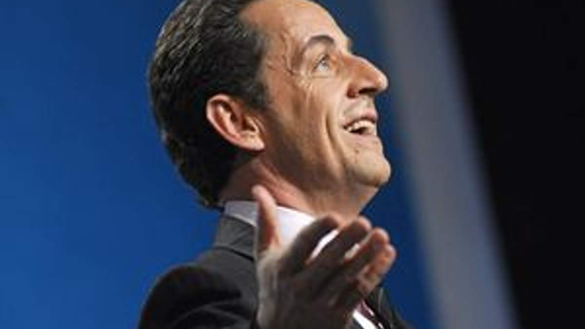 """Рейтинговий """"подарунок"""" Саркозі"""