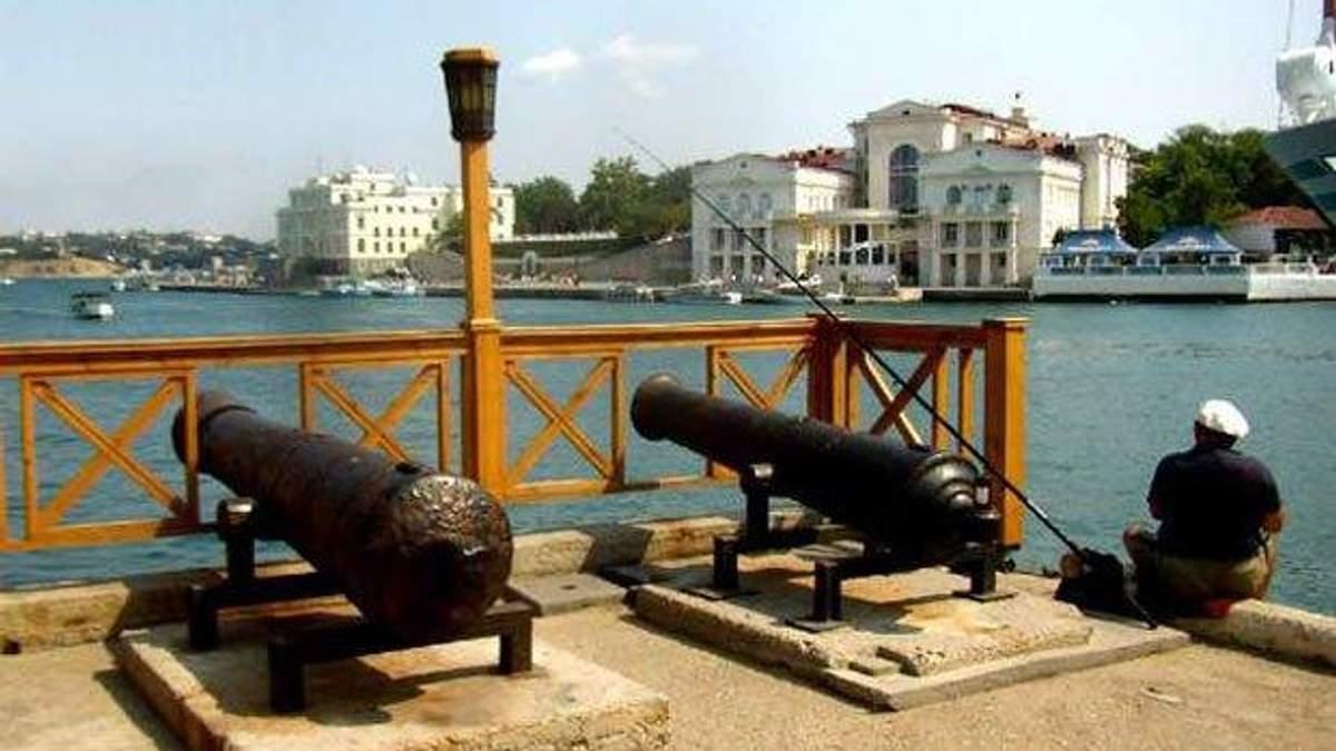 Лівий берег: Старовинні гармати з Севастополя знайшли на базі Януковича