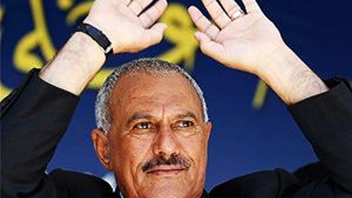 Салех офіційно передав владу