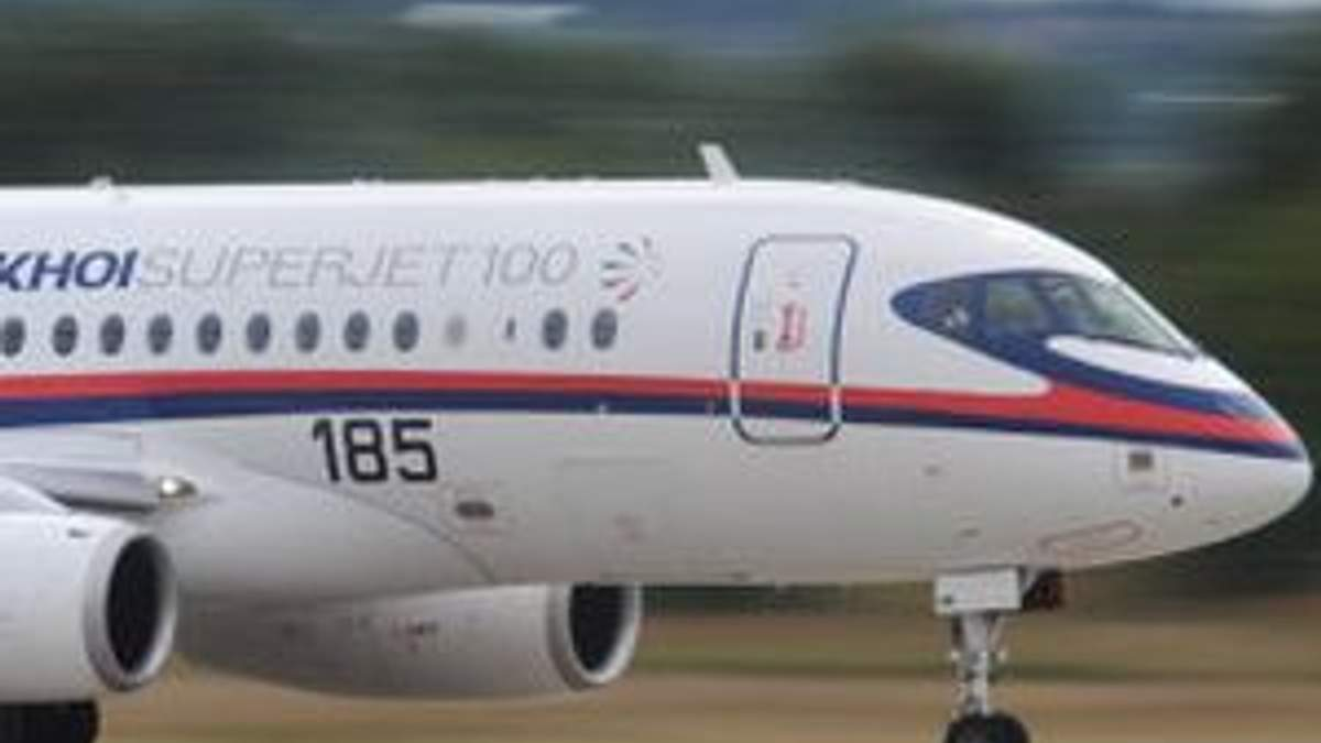 В Індонезії з радарів зник російський літак