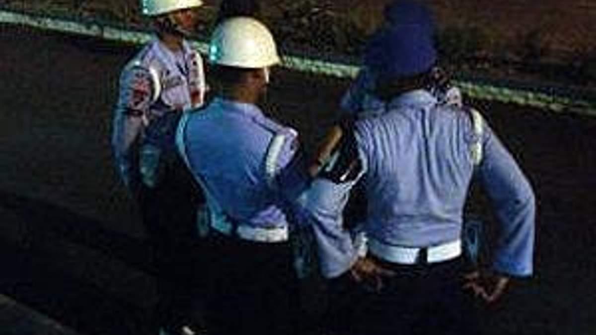 Індонезія: пошуки уламків літака продовжаться на світанку