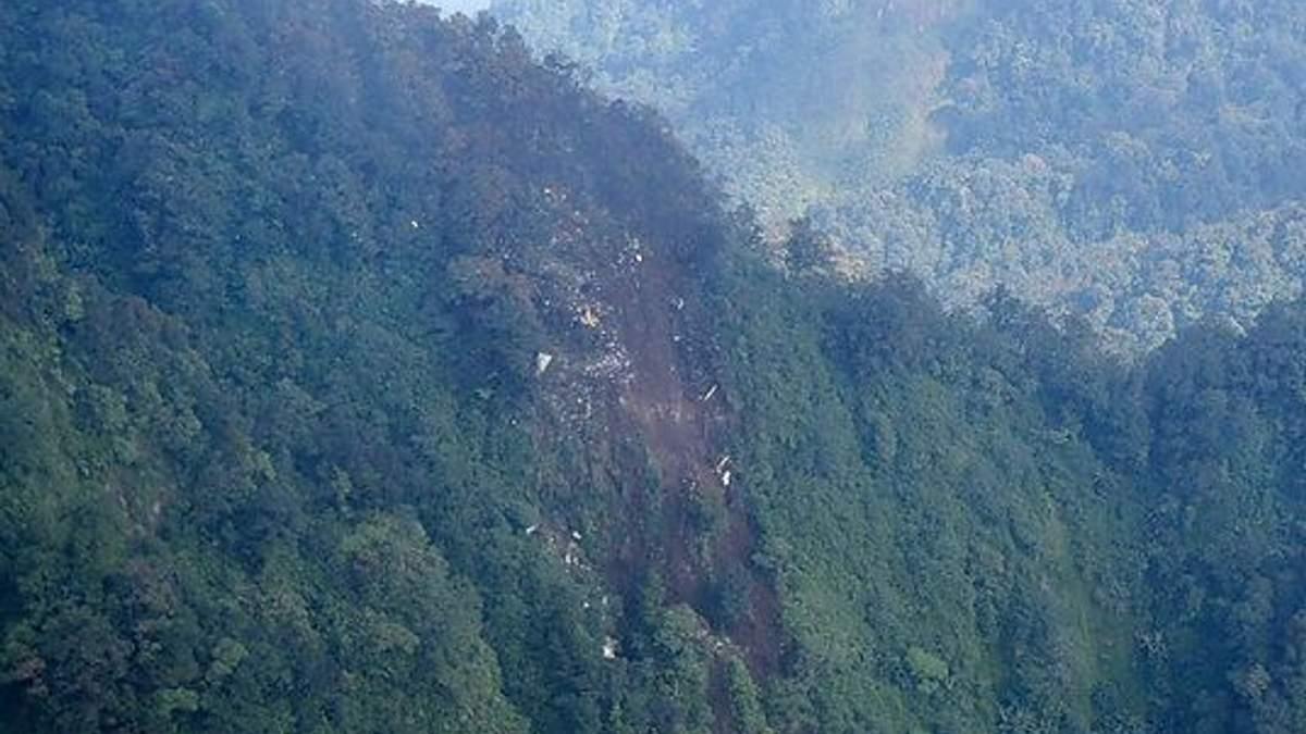 Рятувальники добралися до місця катастрофи SSJ-100 в Індонезії