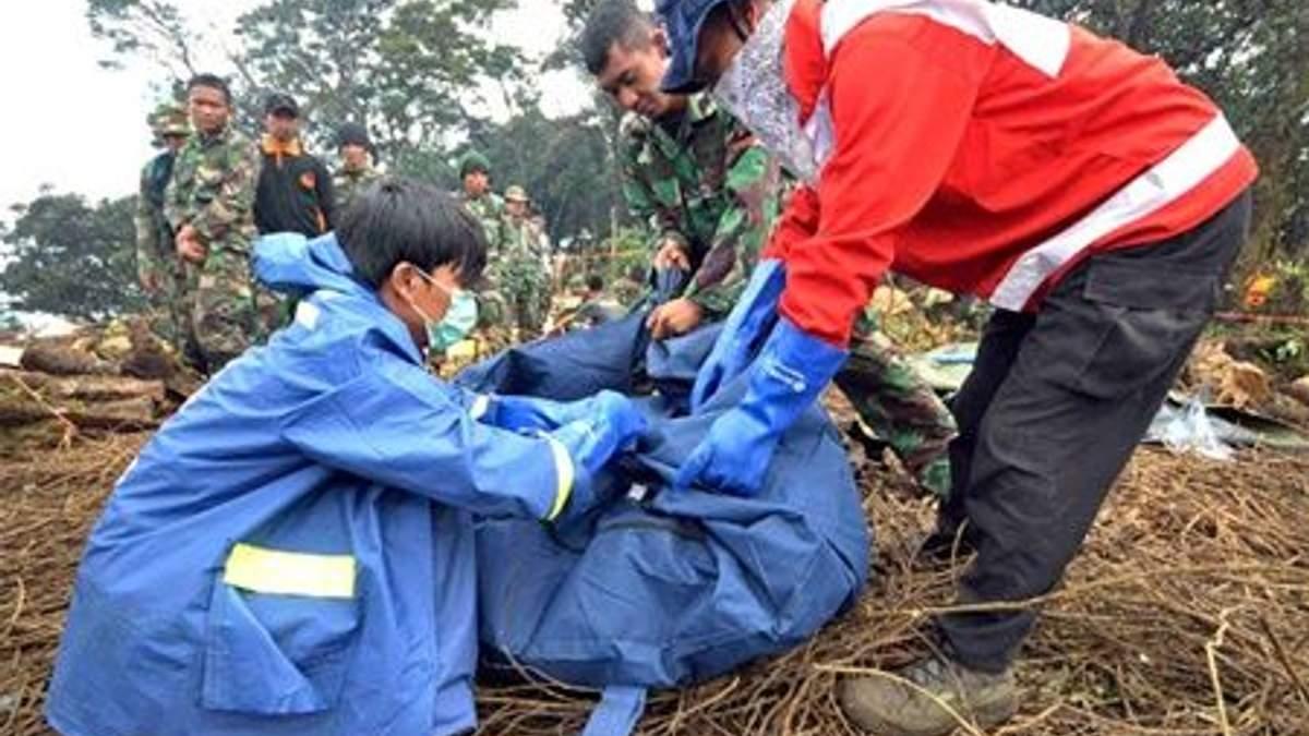 Поиск жертв катастрофы SSJ-100 в Индонезии прекратили