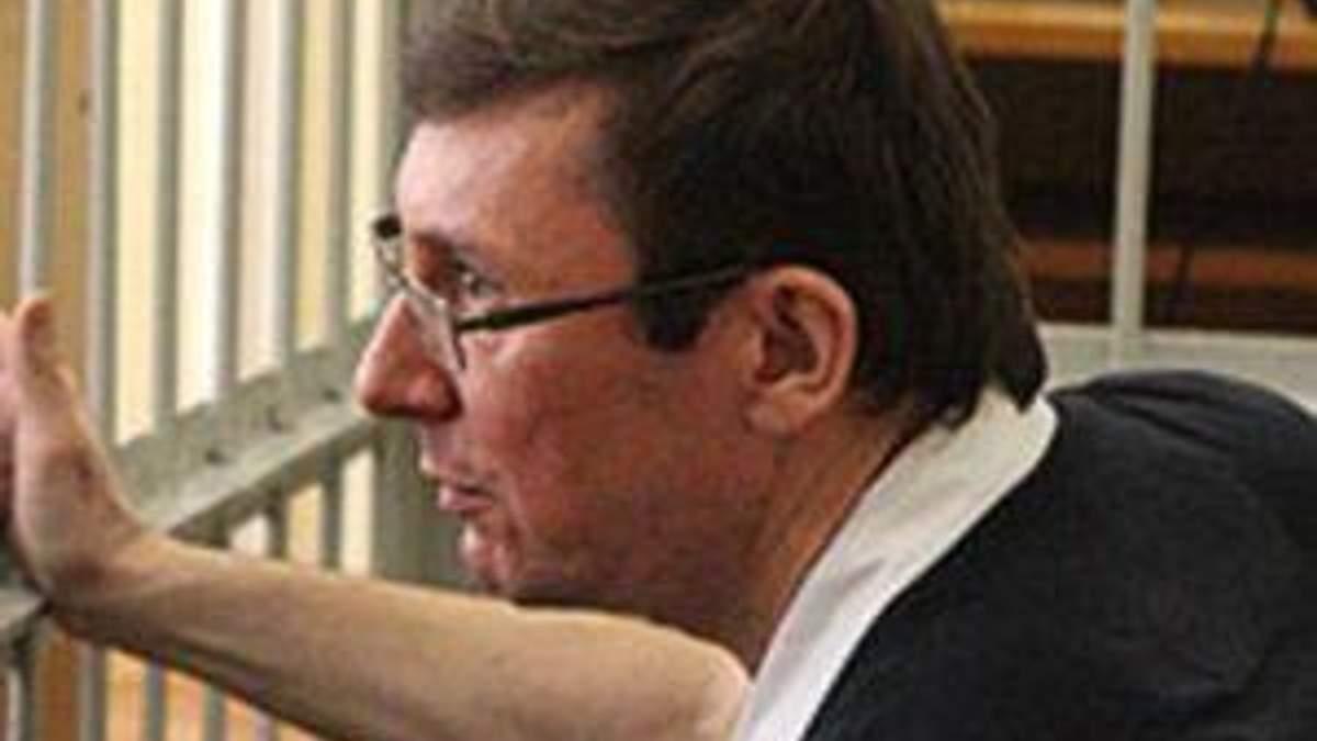 Суддя погрожує видалити Луценка із залу суду