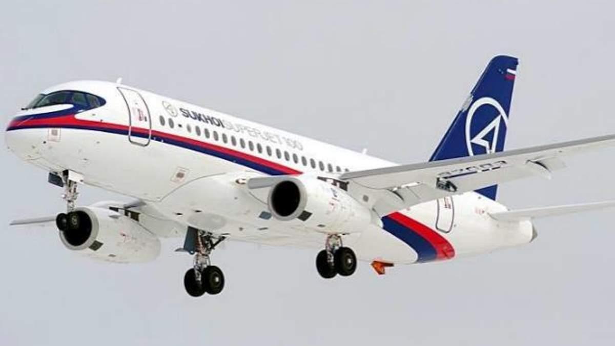 Літак SuperJet-100 був оснащений двома аварійними маяками