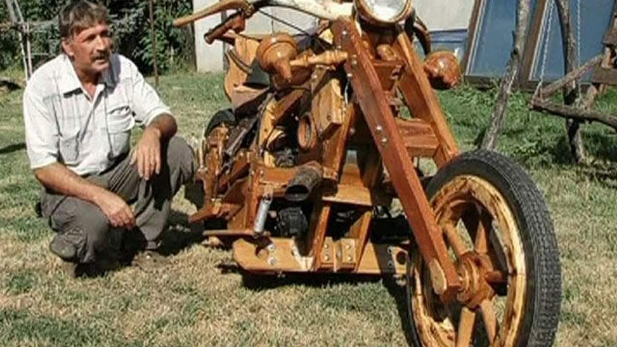 Венгерский тракторист самостоятельно сделал деревянный байк