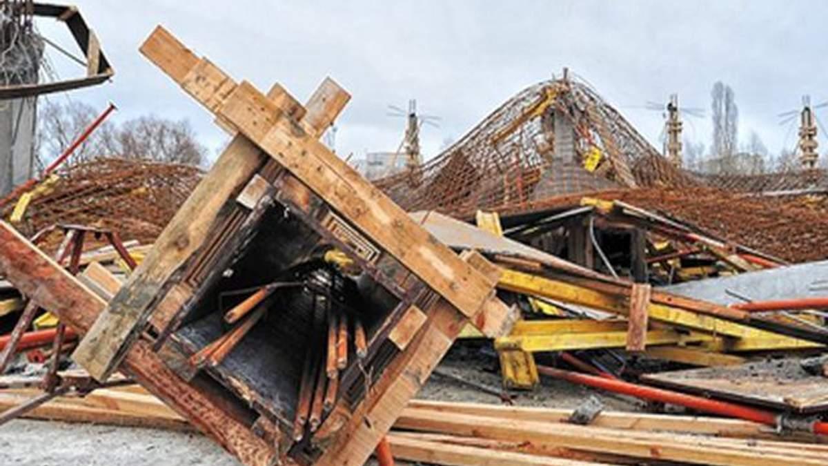 У Сумах розвалився недобудований торговий центр (Фото)