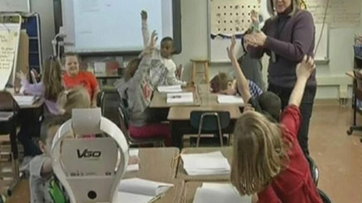 У США школярів на уроках заміняють роботи