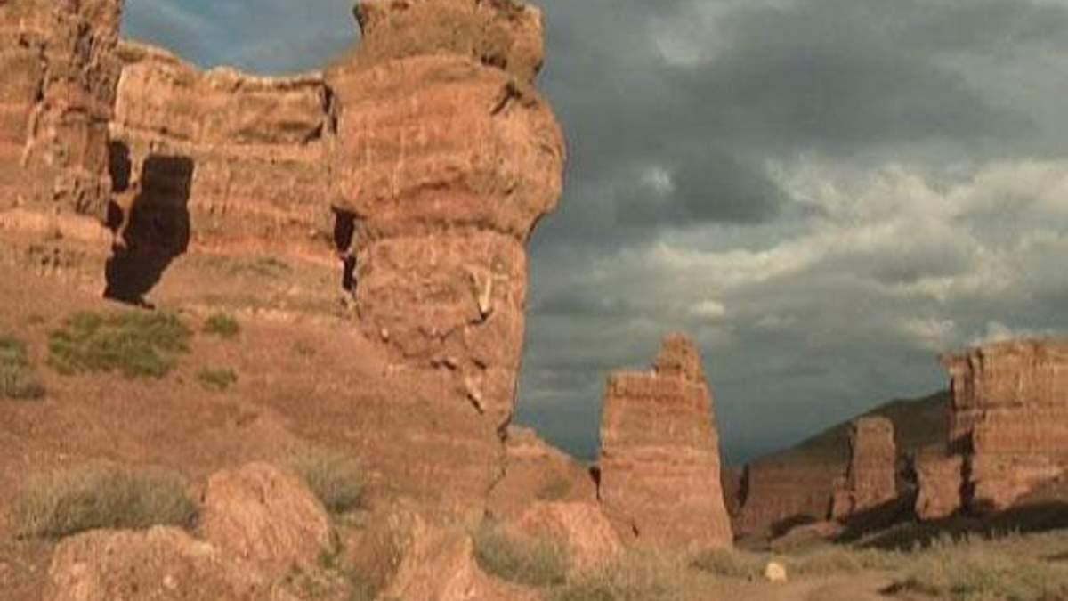 Чаринский каньон - долина замков, которые вытесала река