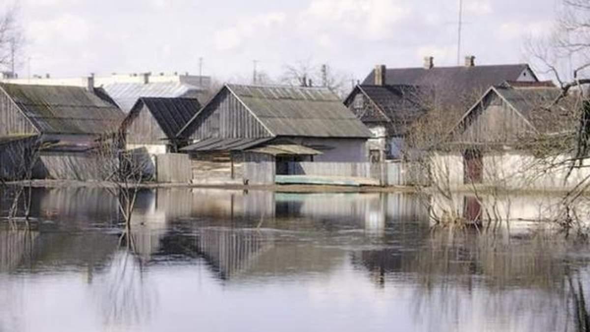 Спасатели отчитываются о подтоплении на Киевщине и в столице