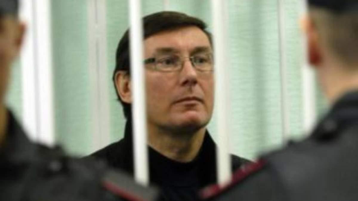 Янукович помилував Луценка та Філіпчука