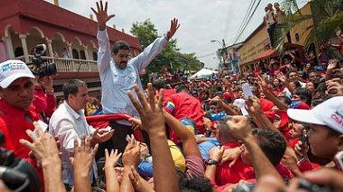 В Каракасі побилися прихильники і противники Чавеса