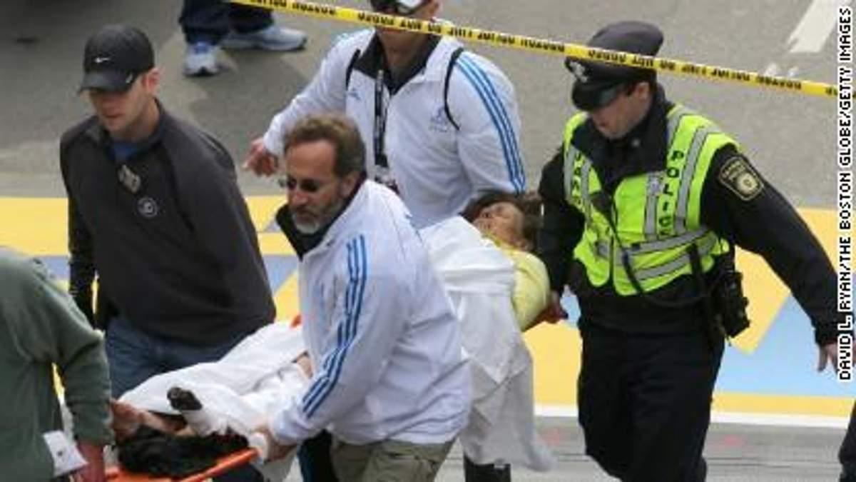 Полиция Бостона нашла видео на котором видно, как на место взрыва приносят большой рюкзак