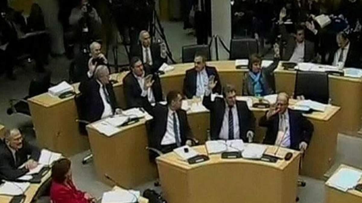 На Кіпрі ратифікували угоду з міжнародними кредиторами