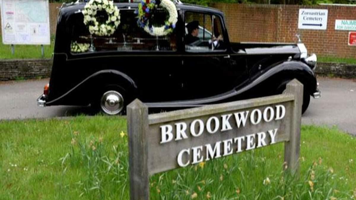 На кладовищі Бруквуд поховали Березовського (Відео)