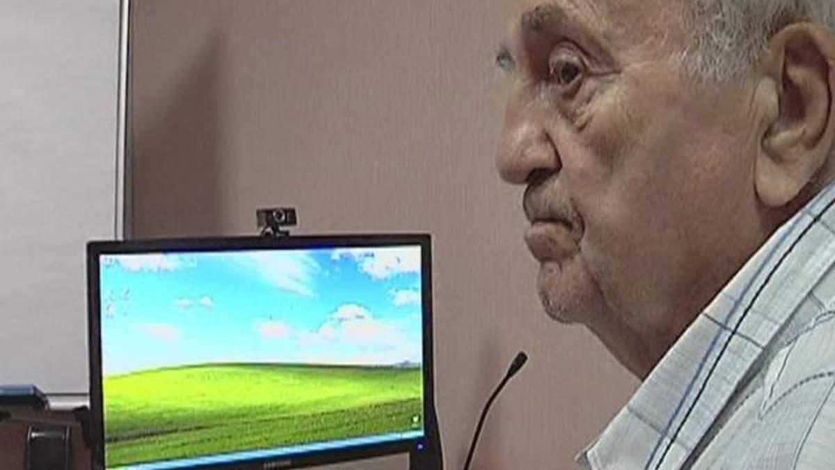 У Донецьку пенсіонерів навчають користуватися комп'ютером