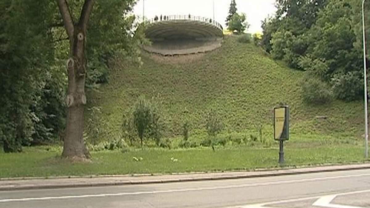 Крупним планом: У Києві надзвичайна ситуація через зсуви ґрунту в 11 зонах