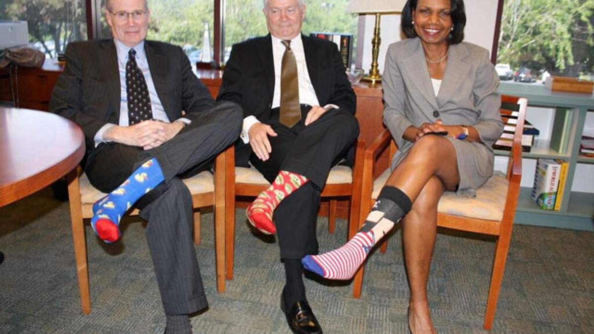 Джорджа Буша-старшого привітали з днем народження кольоровими шкарпетками (Фото)