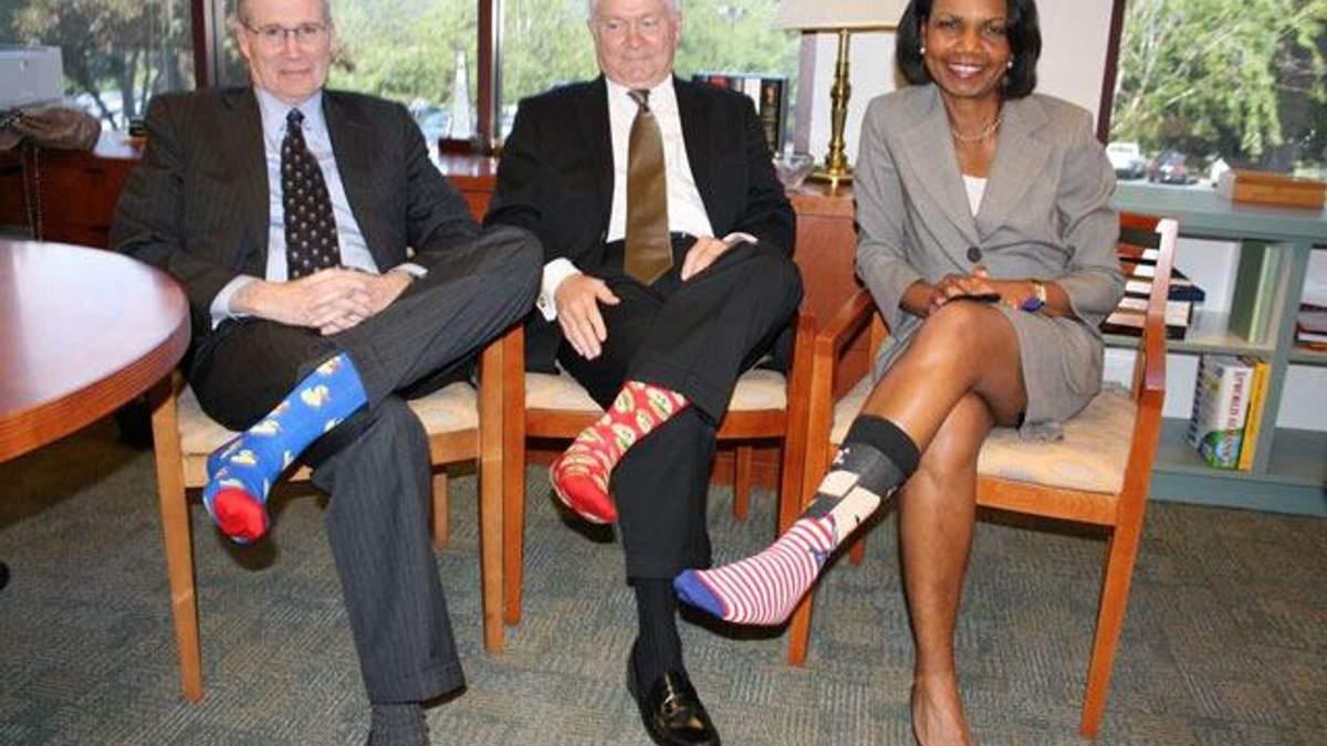 Джорджа Буша-старшего поздравили с днем рождения цветными носками (Фото)