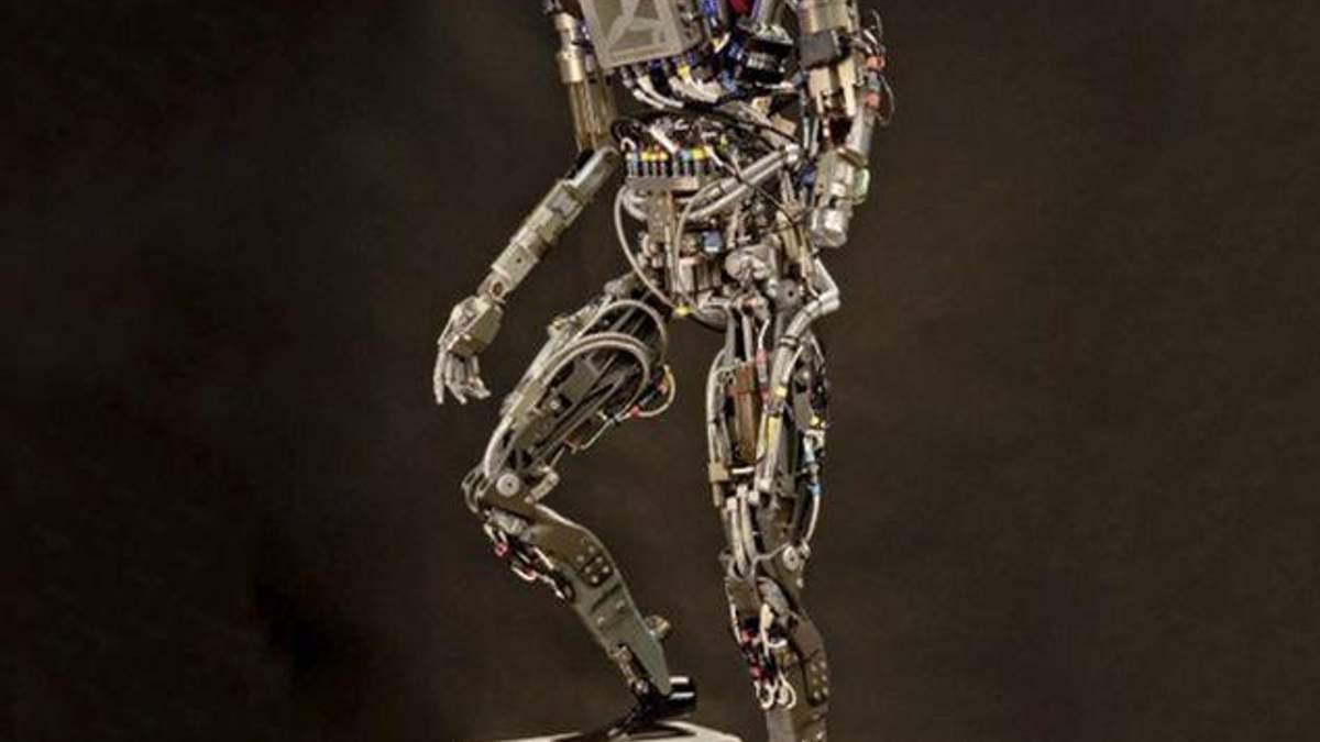 Конструктори показали на відео робота, який розумно оминає перешкоди