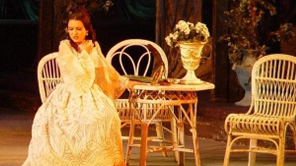"""Солістку опери Абдулліну нібито закидали майонезом за """"бидлячі школи"""""""