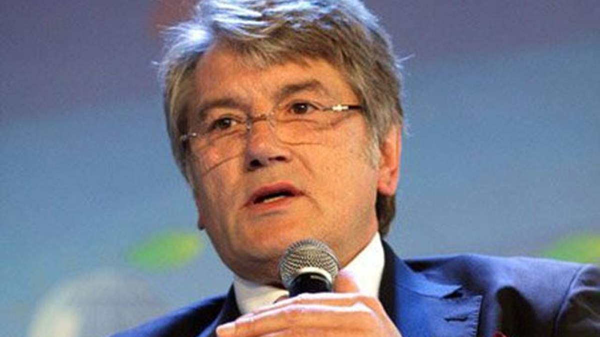 Віктор Ющенко пише книгу і будує готель та церкву