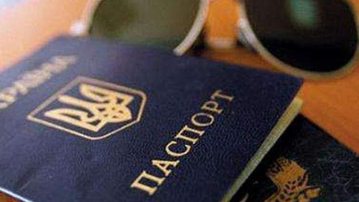 Украинцы, скорее всего, будут ездить в Россию с заграничными паспортами, - генконсул