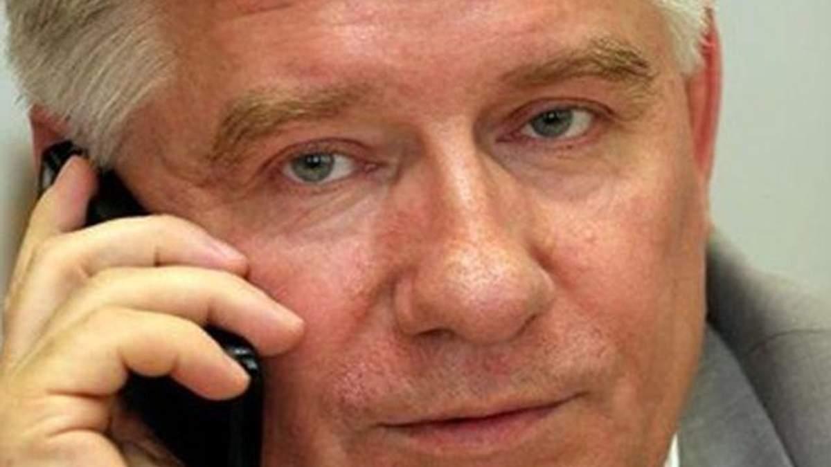 Где гарантия, что за границей Тимошенко не обгадит страну? – Чечетов