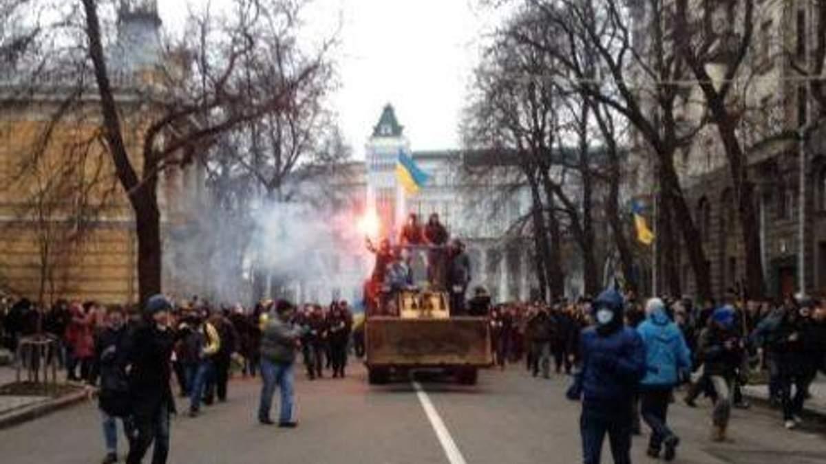 Штурм Администрации президента успокаивает Положинский, пострадали 2 милиционера