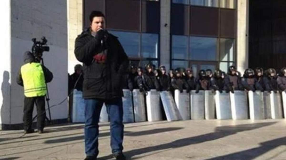 В одном из районов Киева Народная Рада запретила Партию регионов и КПУ