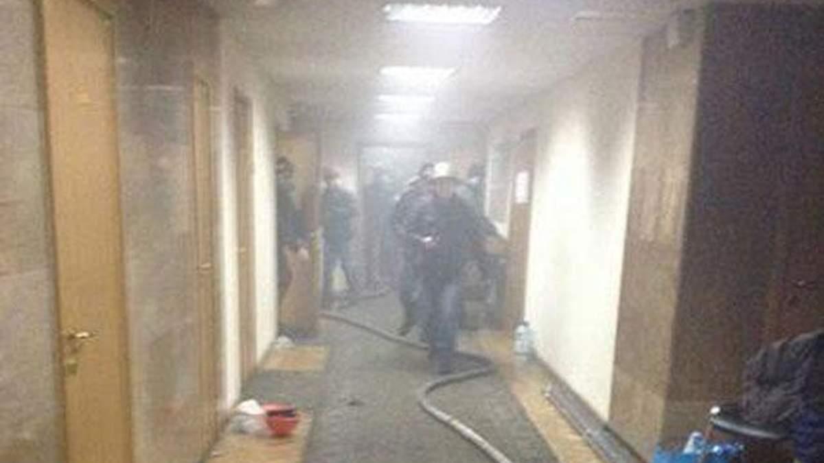 Будинок профспілок горить по 4 поверх, люди готуються вистрибувати з вікон - 19 лютого 2014 - Телеканал новин 24