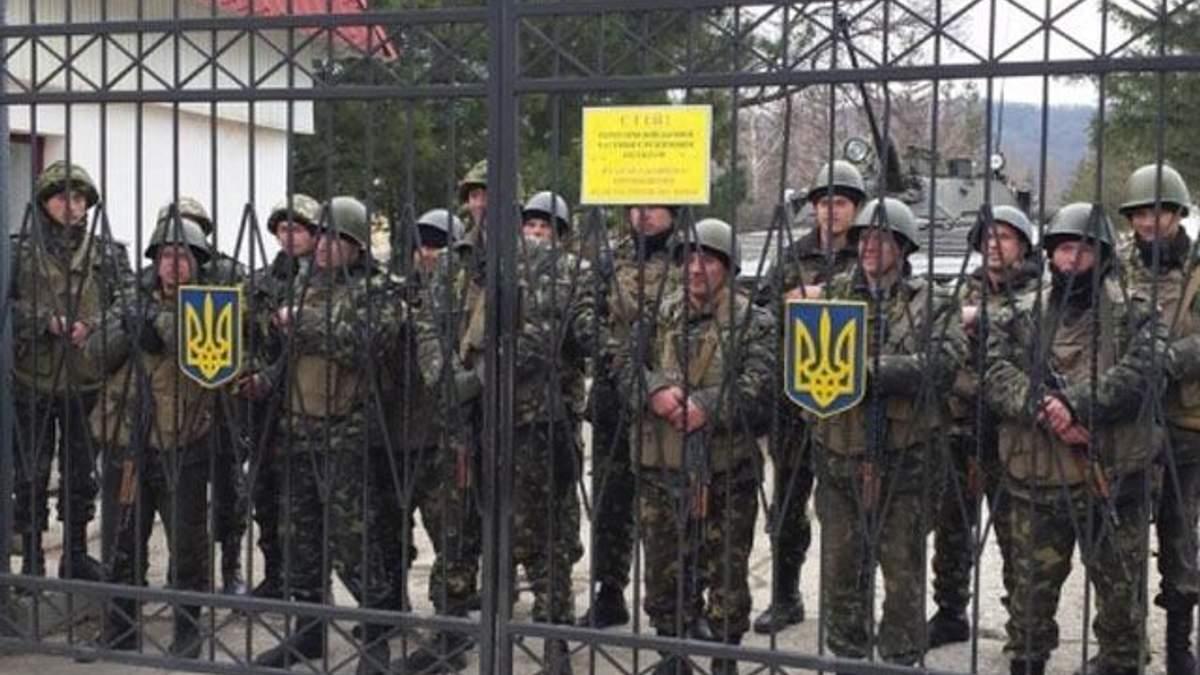 У Сімферополі обстрілюють військовий об'єкт: є поранений