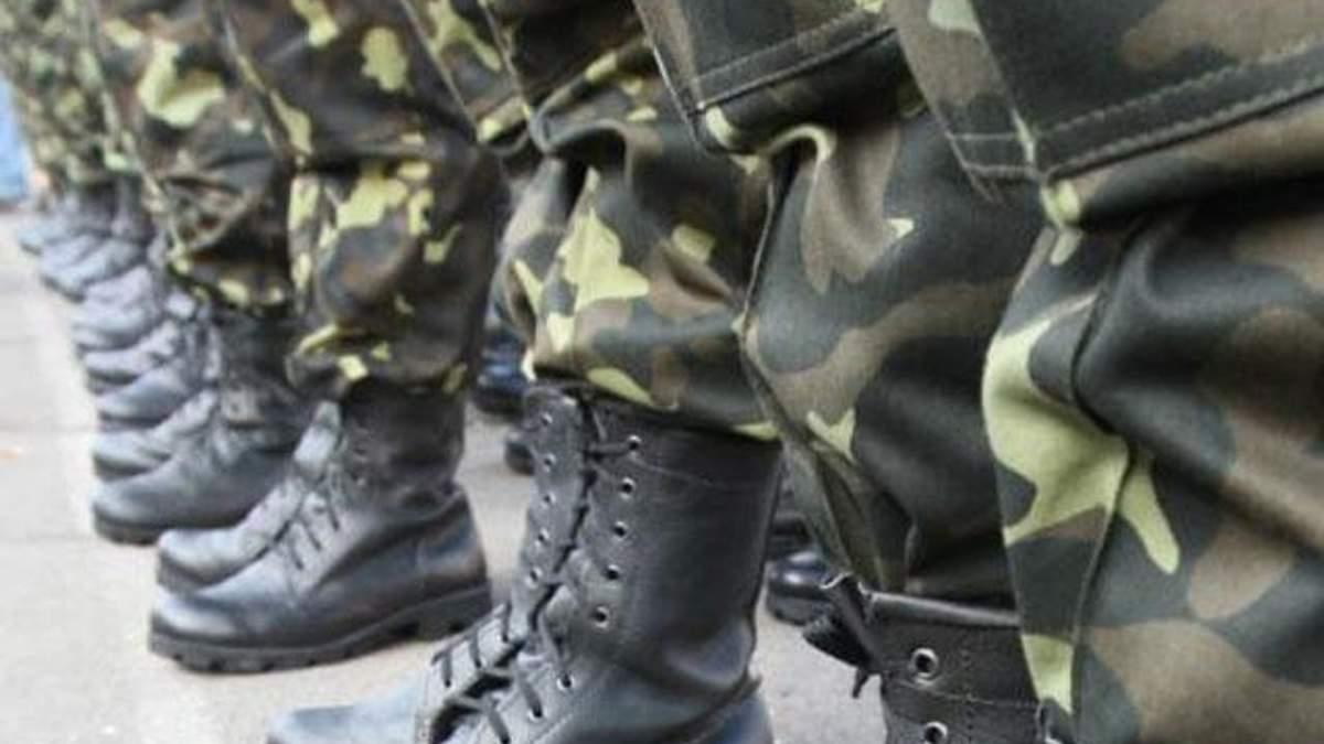 Двоє українських військових у Сімферополі важко поранені