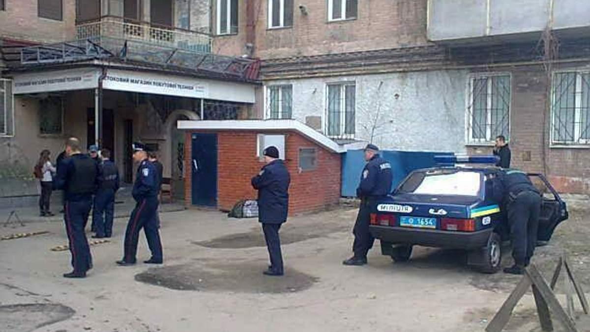 """Милиция возле офиса """"Борьбы"""" в Харькове"""