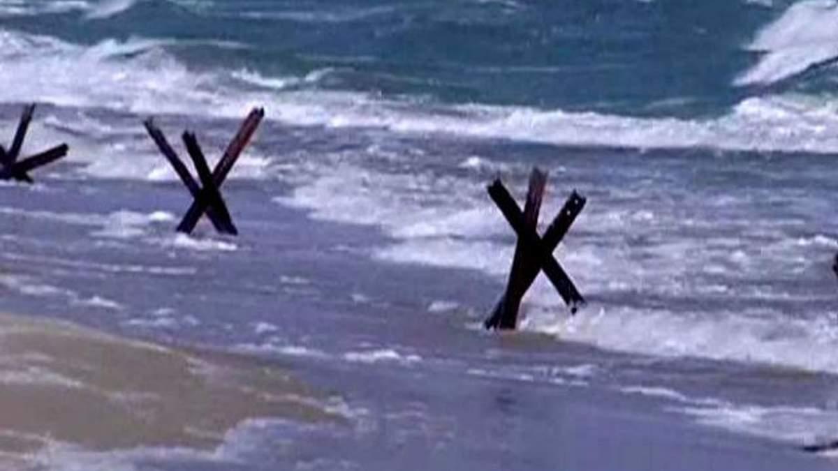 На Одещині протитанковими їжаками укріплюють берегову лінію