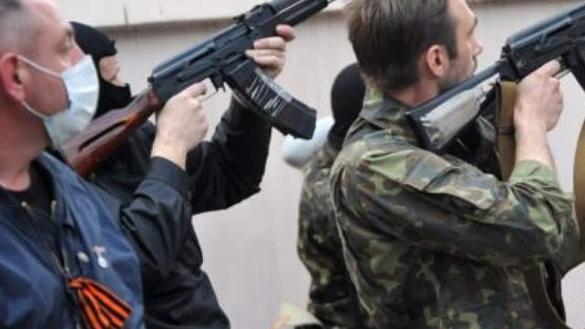Бойовики штурмують військову частину в Луганську. Лунають постріли і вибухи